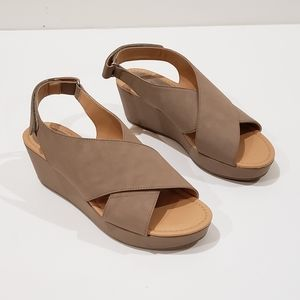 Me Too ADDY Beige Faux Suede Wedge Sandals 9